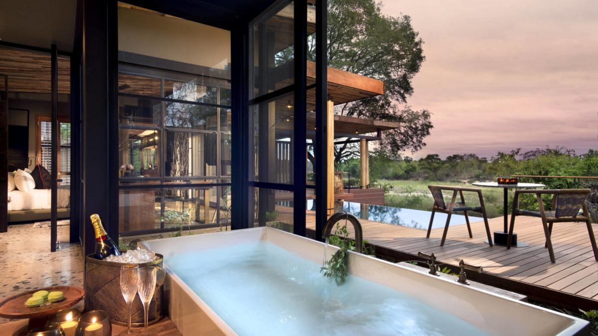 Ten sensational hotel bath with views
