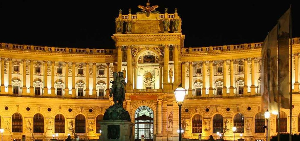 reasons to visit Vienna in December